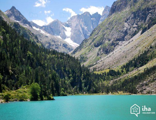 Altos-pirineus-Lago-de-gaube-na-cidade-de-cauterets